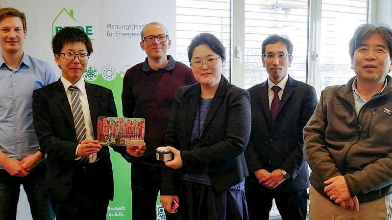 Japan Besuch in Münster: v.l.n.r. Marcel Stüer (Bode Planungsgesellschaft), Hayato Ono (Misawa Technology), Alexander Lückge (Bode Planungsgesellschaft), Mio Mizuuchi (EnergyAgency.FUKUSHIMA), Dr. Masato Tanaka (Misawa Technology) und Professor Akai Hitoshi (Fukushima University)